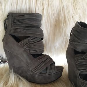 Joe's size 6 grey suede strappy heel